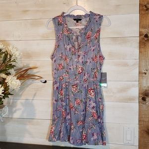 Tresics adorable floral dress! Brand NWT